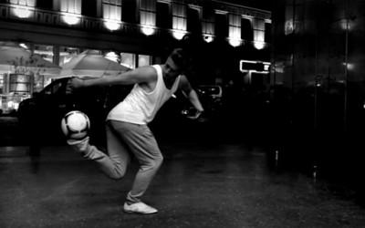 Неверојатен артистички танц со фудбалска топка