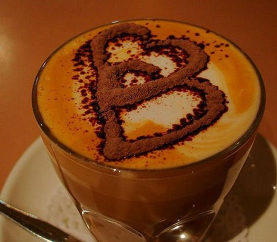 Толку многу љубов во шолја кафе