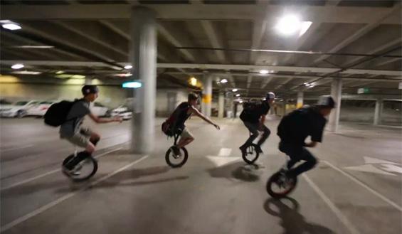 Фристајл со велосипед на едно тркало