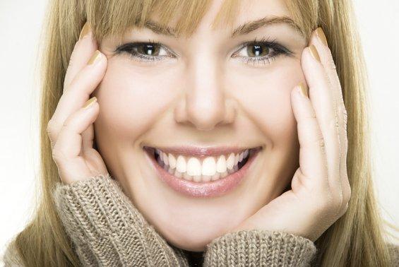 Дали користиме повеќе мускули на лицето кога сме намуртени отколку кога се смееме?