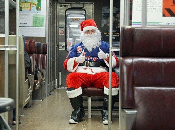 Дедо Мраз патува околу светот