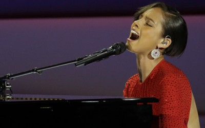 """Алиша Кис го смени текстот на нејзината песна на инаугурацискиот бал во """"Obama's on Fire"""""""
