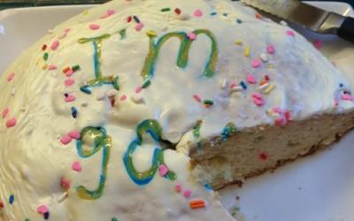 """Торта, писмо и """"големи"""" вести"""