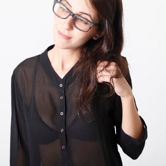 Пробајте го новиот смел тренд: Проѕирни блузи