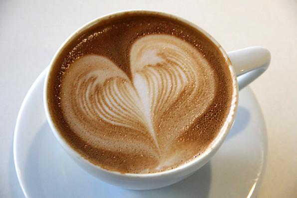 0-kako-da-si-napravite-srce-vo-vasheto-kafe-www.kafepauza.mk_