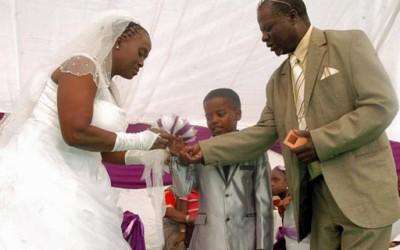 Шокантна свадба: 8-годишно момче и 61-годишна жена се венчаа