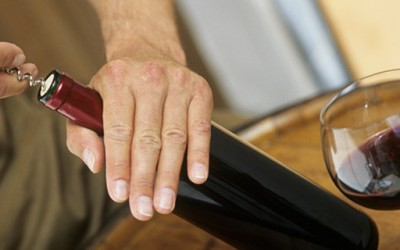 7 начини како да отворите вино без отворач