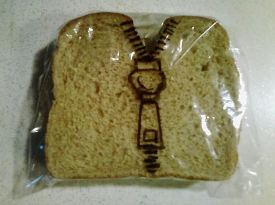 (11) Татко црта забавни цртежи на кесињата за сендвичите на синовите