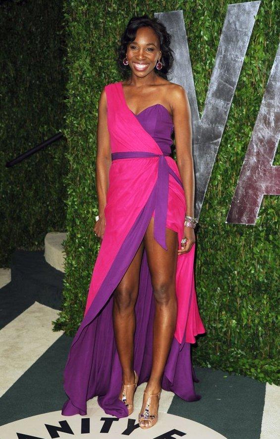 Асиметрични фустани – совршени за оваа пролет