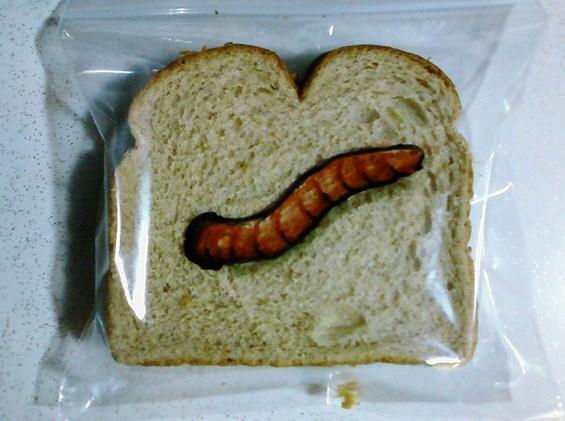 (3) Татко црта забавни цртежи на кесињата за сендвичите на синовите