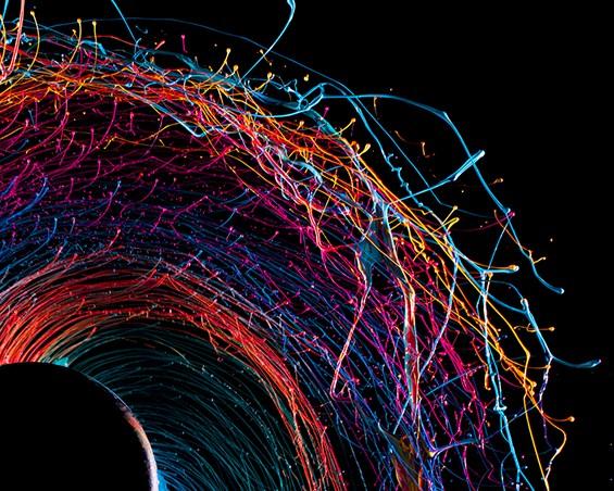 Кружна уметничка експлозија од бои