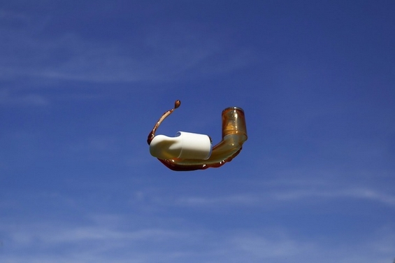 Фотографии од фрлени течности во воздух