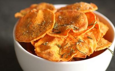 Чипс од сладок компир подготвен во микробранова