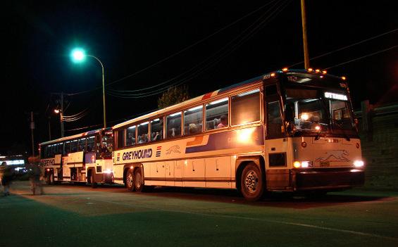 Како да преживеете ноќно возење со автобус