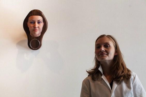 Хедер со својот генетички добиен портрет од себеси
