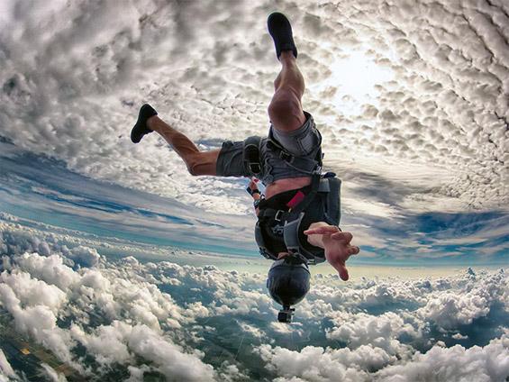 Неверојатен скок со падобран над Мајами. Фотографија на Ралф Тарнер