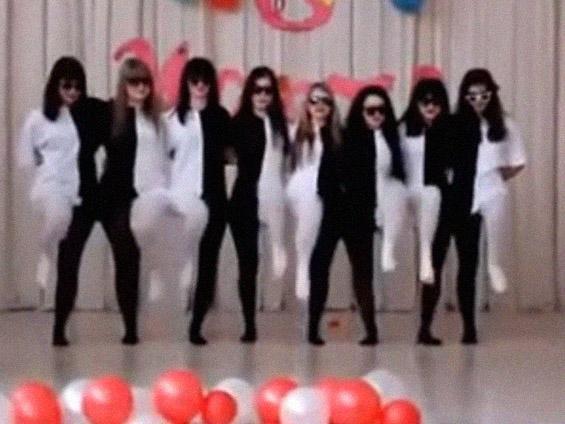 (1) Црно-бела танцувачка илузија