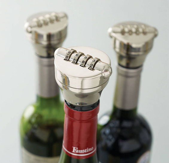 Заштитете ги шишињата алкохол за никој да не ви ги испие