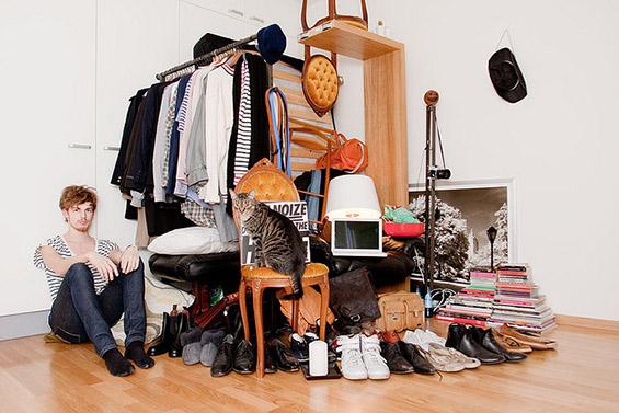 (4) Луѓе фотографирани со сè што поседуваат