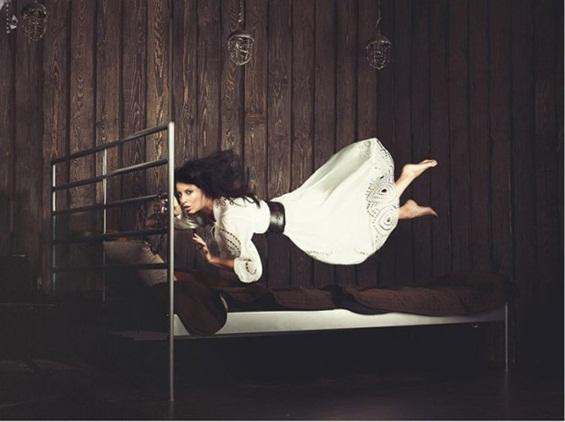 Девојки на нулта гравитација - прекрасна фотосесија
