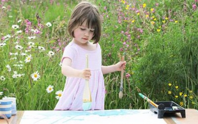Тригодишно девојче кое боледува од аутизам воодушевува со своите слики