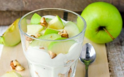 Вкусен крем со јаболка и ореви