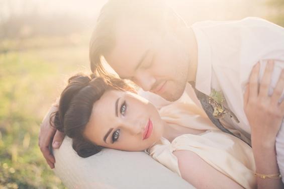 Романтична свадбена фотосесија сместена во 20 - тите