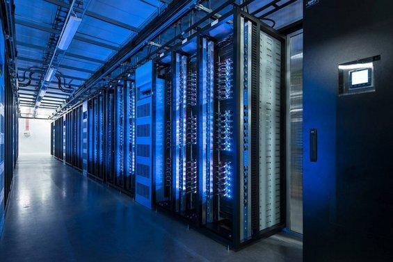 Во внатрешноста на новиот центар за податоци на Фејсбук