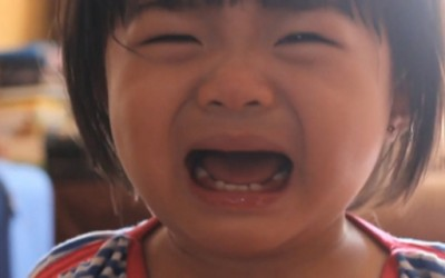 Ефикасен начин како да го натерате вашето дете да престане да плаче