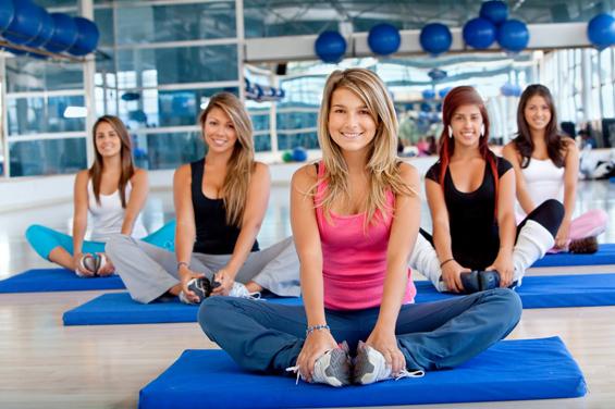 (1) Колку бактерии има во салата за вежбање?