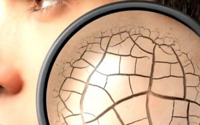 Погледнете што ѝ прави шминката на вашата кожа
