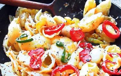 Пропржени тестенини со зеленчук и павлака