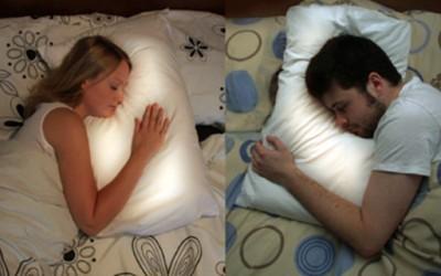 Совршена перница за заљубените парови кои не живеат заедно