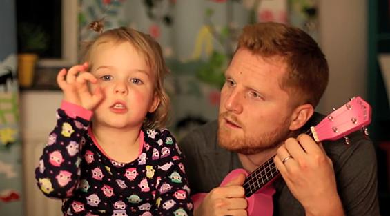 Преслатко мало девојче во необичен дует со својот татко