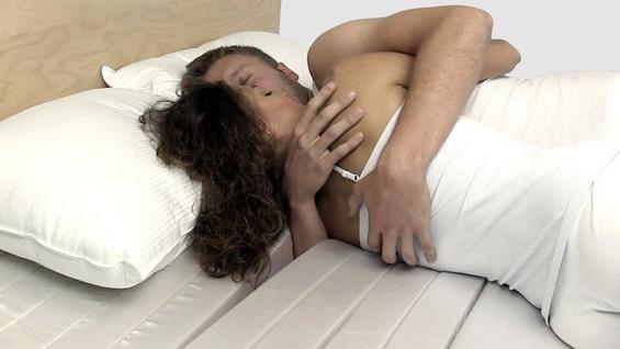 Идеалното решение за гушкање во кревет
