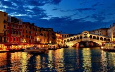 Ноќна прошетка низ Венеција
