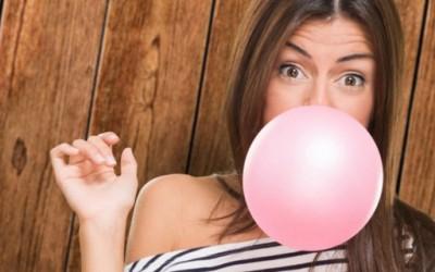 Џвакањето мастика создава брчки