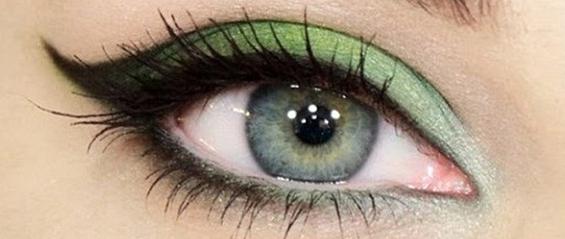 Зелено нашминкани очи како за на црвен тепих