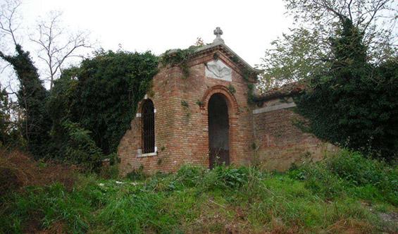 (5) Забранетиот проколнат остров Повеља во Италија