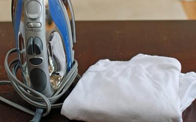 Отстранете ги трагите од мокри чаши на вашата маса