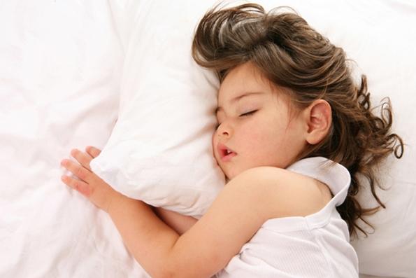 Современите родители ги успиваат децата со песни од Ријана и Адел