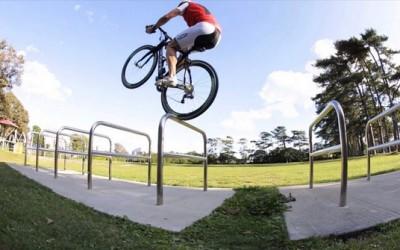 Неверојатни велосипедски трикови кои ќе ве импресионираат