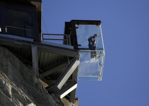 Стаклена кабина на Алпите од која ќе се исплашат и најхрабрите