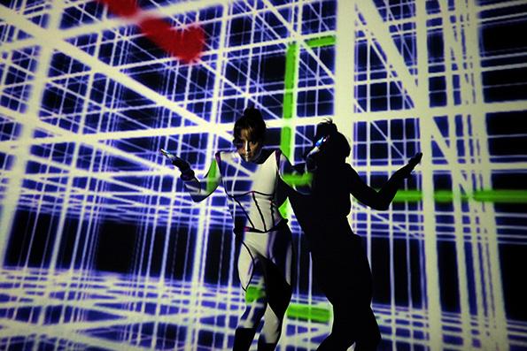 """Денс-спектакл со 3Д-мапинг во """"Експо центар"""""""