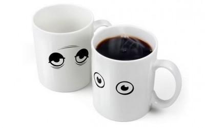 Шолја за кафе која се буди заедно со вас