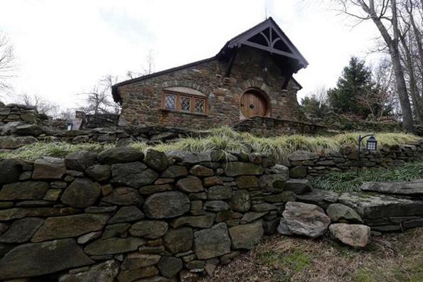 Одлична хобитска куќа инспирирана од делата на Толкин