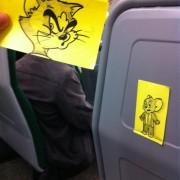 Ликови од цртаните филмови врз лицата на луѓето кои патуваат накај работа