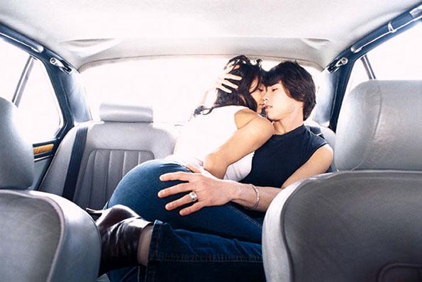 Жешки секс-пози за во кола