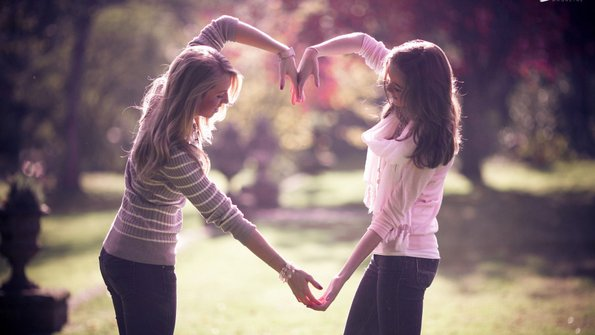 25 знаци дека сте пријателки цела вечност