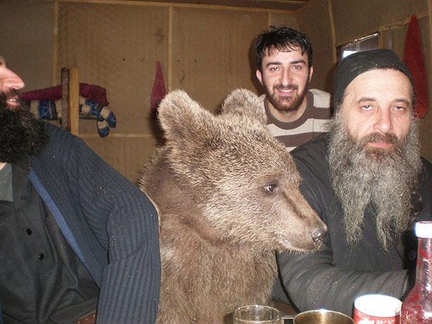 Еве сме на пијачка со колегите после работа.